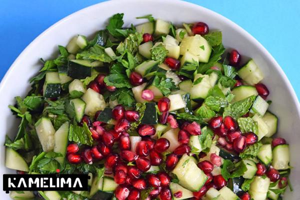 سالاد گیاهی و میوه ای انار سیب با سس عسل تند