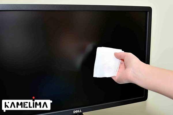 برای یک گزینه ایمن ، صفحه تلویزیون را با یک پارچه مرطوب بدون پرز پاک کنید