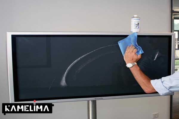 از یک دستمال مخصوص تمیز کردن تلویزیون برای از بین بردن باکتری ها روی صفحه LCD با روکش شیشه ای استفاده کنید